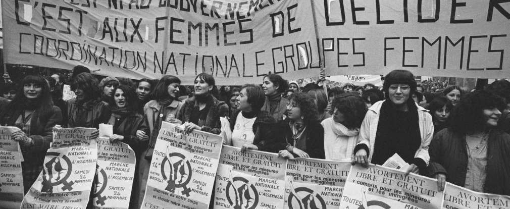 Les femmes manifestent pour le droit à l'avortement